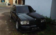 Mercedes-Benz 200E  1987 Hitam