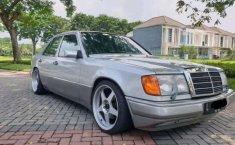 Mercedes-Benz 300E  1993 Silver