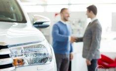 Pilih Membeli Mobil Bekas Milik Perorangan atau dari Diler?