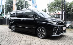 Jual Mobil Toyota Voxy 2017