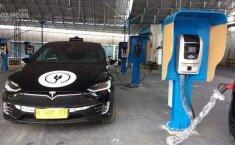 Tesla Jadi Armada Taksi Listrik di Indonesia?