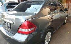 Nissan Latio  2010 Abu-abu