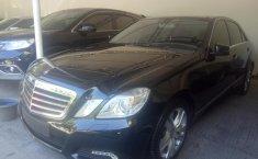 Jual mobil Mercedes-Benz E-Class E 300 2010