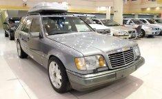 Jual Mobil Mercedes-Benz 300 1990