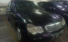 Jual mobil Mercedes-Benz C-Class C200 2002