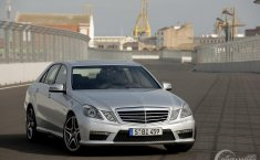 Review Mercedes-Benz E63 AMG 2010: Mobil Impian Pencinta Sedan Sport