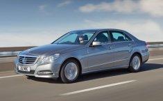 Review Mercedes-Benz E 300 2009: Sedan Keluarga untuk Mobilitas Perkotaan