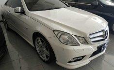 Jual mobil Mercedes-Benz 260E 2011