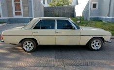 Mercedes-Benz 200 1975 dijual