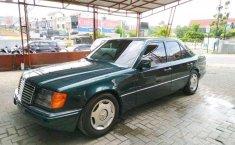 Mercedes-Benz E-Class 1989 terbaik