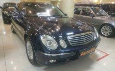 Jual mobil Mercedes-Benz E-Class E 260 2003