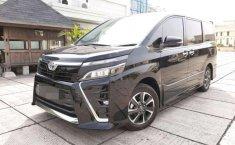 Toyota Voxy  2018 Hitam
