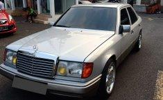 Jual mobil Mercedes-Benz W124 320E Tahun 1994 bekas murah