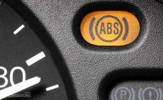 Teknik Pengereman Mobil dengan ABS, Injak Penuh!