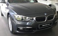 Jual mobil BMW 3 Series 320i 2018 harga terjangkau