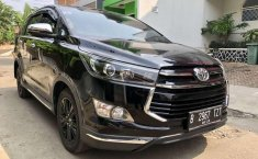 Toyota Venturer  2018 Hitam
