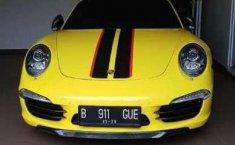 Porsche 911 Carrera 2012 Kuning