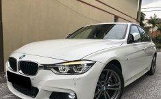 Jual mobil BMW 3 Series 330i 2017 terbaik
