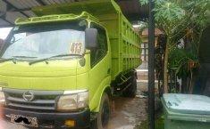 Hino Dutro  2013 Hijau