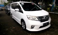 Mobil Nissan Serena Highway Star 2013 terawat di Sumatra Utara