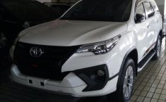 Mobil Toyota Fortuner TRD 2019 dijual, Jawa Timur