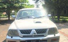 Jual Mitsubishi L200 Strada 2004 harga murah di Jawa Barat