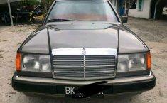 Mercedes-Benz 230E 1992 Sumatra Utara dijual dengan harga termurah