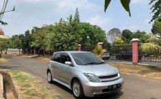Mobil Toyota IST 2004 terbaik di Banten