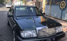 Jawa Timur, Mercedes-Benz 300E 1989 kondisi terawat