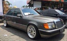 Mobil Mercedes-Benz 230E 1990 dijual, Sumatra Utara