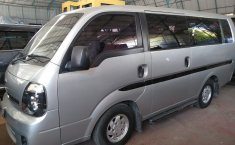 Mobil Kia Travello Option 2 2014 terawat di Jawa Barat