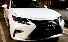 Jual mobil bekas murah Lexus ES 300h Hybrid 2016 di Jawa Timur