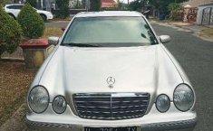 Kalimantan Timur, jual mobil Mercedes-Benz E-Class 260 2002 dengan harga terjangkau