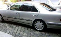 DIY Yogyakarta, Mercedes-Benz E-Class 260 2002 kondisi terawat