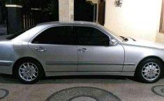 Mobil Mercedes-Benz E-Class 2002 260 dijual, Nusa Tenggara Barat