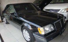 Jual mobil bekas murah Mercedes-Benz 220E 2.2 Manual 1994 di Jawa Tengah