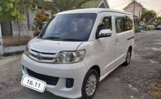Mobil Daihatsu Luxio 2012 M terbaik di Jawa Barat