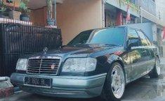 Jual mobil Mercedes-Benz E-Class E 300 1988 bekas, Jawa Barat