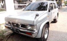Jual Nissan Terrano 2.4 Manual 2002 murah di Sumatra Utara