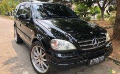 Jual mobil bekas murah Mercedes-Benz M-Class ML 320 2000 di DKI Jakarta