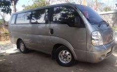 Mobil Kia Travello 2010 terbaik di Jawa Tengah