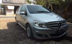 Mobil Mercedes-Benz B-CLass 2011 B 180 dijual, Banten