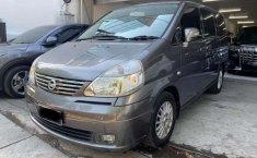 Mobil Nissan Serena 2011 Highway Star terbaik di Jawa Timur