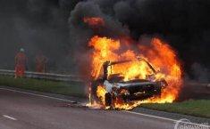 Tindakan yang Tidak Boleh Dilakukan Ketika Mobil Terbakar di Jalan