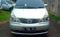 Mobil Nissan Serena 2009 terbaik di Banten