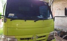 Mobil Hino Dutro 2012 terbaik di Lampung