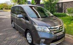 Mobil Nissan Serena 2014 Highway Star terbaik di Jawa Timur