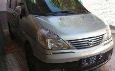 Jual mobil bekas murah Nissan Serena Highway Star 2004 di Jawa Timur