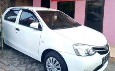 Mobil Toyota Etios Valco 2015 E terbaik di Jawa Timur