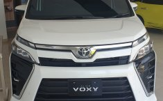 Toyota Voxy 2.0 CVT 2019 terbaik di Jawa Barat